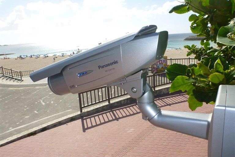 ビーチ駐車場防犯カメラ